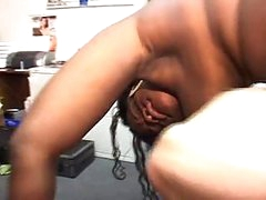 Cum swapping headlinerstwo ebony sluts sucks the dick