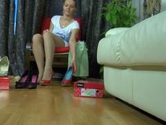 Carol exposing her hylon feet