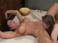 Lots of squirting during lesbian cum-hole eating